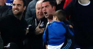 Kucağında çocuğuyla futbolcuya saldıran taraftara rekor ceza