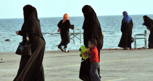 Suudi din adamından skandal yorum: Tecavüzün nedeni kadınlardır