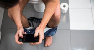 Tuvalette cep telefonu kullananlara kötü haber!
