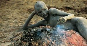 Yaşayan en ilkel kabile! İdrarla duş alıyorlar