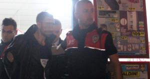 15 bin TL ile kaçarken polisi görünce cama daldı, paralar saçıldı