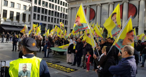 PKK'lılar Avrupa'nın göbeğinde eylem yaptı, polis sadece izledi