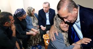 Balkondan çağırdılar, Erdoğan kırmadı çaya gitti
