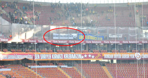 Fenerbahçe'nin pankartı Galatasaraylıları mest etti