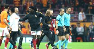 Gomis'ten Cüneyt Çakır'a maç sonu golü