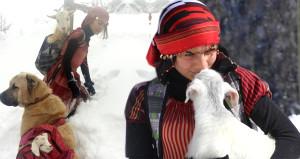 Keçiyi sırtlayan küçük Rizeli kıza Erdoğan'dan davet