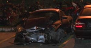 Bağdat Caddesi'nde lüks otomobil yayaların arasına daldı: 2 yaralı