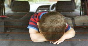 Kapıları kitli bir arabada kalırsanız çıkmak için bunu yapın!