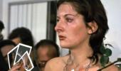 Çılgın Sırp sanatçının vücuduyla sergilediği şok edici performans