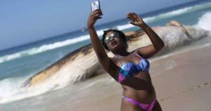 Devasa cesedi görüp şok geçiren de oldu, selfie çeken de!