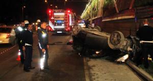 E-5'te rögar kapağı faciası! Otomobiliyle 10 metreden yere çakıldı