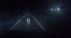Gece vakti bir anda karşısına çıktı, araç kamerası kazayı kayda aldı