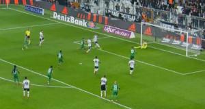 Quaresma penaltıyı kaçırdı, Negredo imkansızı başardı