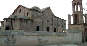 Tarihi kiliseye çirkin saldırı! Duvarına köpek çizip, hakaret ettiler