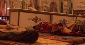 Yer yatağından sonra şimdi de işkence! Eski Kral'ın oğlunu da dövdüler