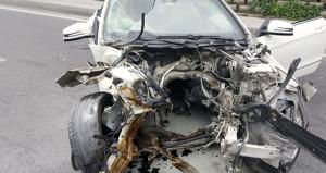 Lüks araç hurdaya döndü! Aracın motoru metrelerce uzağa fırladı