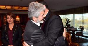 Yeni başkanla samimi poz veren CHP'li başkan, o fotoğraf için ne dedi?
