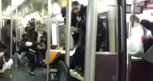 Metroda panik! Çığlıklar atarak koltukların üzerine çıktılar