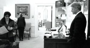 Oval ofis skandalıyla tarihe kazınan Clinton'a yine taciz suçlaması