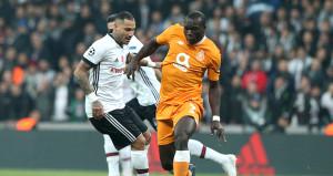 Portolu Aboubakar Beşiktaş taraftarına üçlü çektirdi