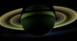 NASA, yanan uydunun çektiği fotoğrafları paylaştı