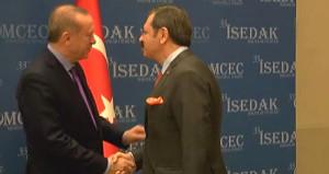 Erdoğan'ın başkanla tokalaşırken yaptığı espri, salondakileri güldürdü