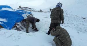 Mehmetçik kar kış dinlemiyor, dağda terörist kovalıyor