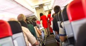 Uçakta uyuyakaldı, gözünü açınca elini yanındaki adamın üzerinde buldu