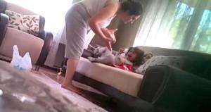 Annenin vahşetini gizli kamerayla ortaya çıkaran baba, savaşı kazandı