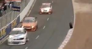 Dünyanın en tatmin edici videosu! Bir yarış kazası mutlu son ile bitti