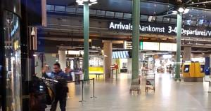 Amsterdam havalimanında bıçaklı dehşet! Saldırgan vuruldu