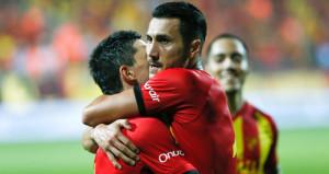Kulüple anlaşmayı yalanlayan Jahovic, taraftarın hışmına uğradı