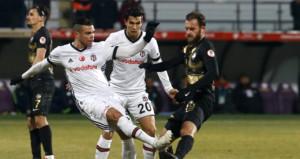 Beşiktaşta korkutan sakatlık! Portekizli yıldız oyuna devam edemedi