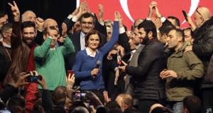 CHPnin tepki çeken başkanı görevi davul zurnayla teslim aldı!