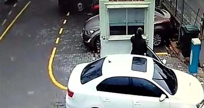 Duyarlı vatandaş herkesin taktirini topladı! Parayı cama bırakıp çıktı
