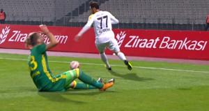 Fenerbahçeli genç futbolcu, dün akşam bu sakatlıkla kahroldu