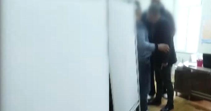 Hasta yakını avukat, reçete yazmayan doktoru tekme tokat dövdü!