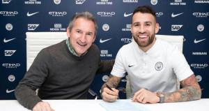 Manchester City yıldız futbolcunun sözleşmesini uzattı
