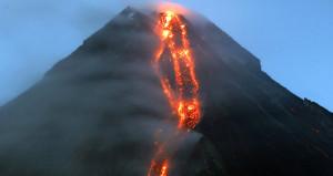 Ünlü yanardağın lav dereleri muhteşem görüntüler oluşturdu