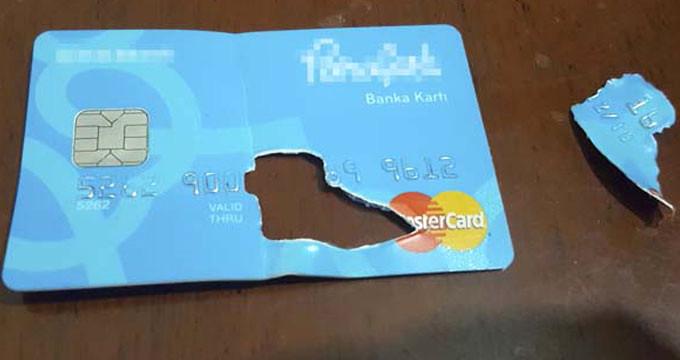 FETÖ'nün ablası, banka kartının çipini yutmaya çalışırken yakalandı