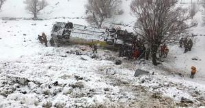 Muş'ta feci kaza! Yolcu otobüsü dereye uçtu: 6 ölü, 20 yaralı