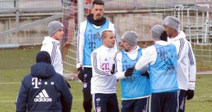Beşiktaşın rakibi Bayern Münih karıştı! Futbolcular birbirine girdi