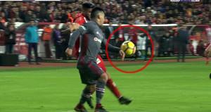 Antayaspor-Beşiktaş maçında ortalığı karıştıran pozisyon