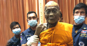 Nirvanaya ulaşmış! 3 ay önce ölen Budist rahibi tabutundan çıkardılar