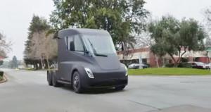 Tesla Semi yollara çıktı! Gören telefonuna sarıldı