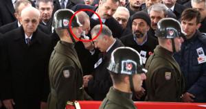 Türkiye'nin yüreğini yakan cenazede gözyaşlarını tutamadı