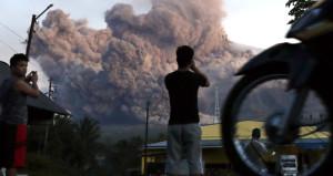 Mayon Yanardağı patladı, 60 bin kişi bölgeden tahliye edildi