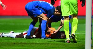 Galatasaray maçında yürekler ağza geldi! Yıldız futbolcu ölümden döndü