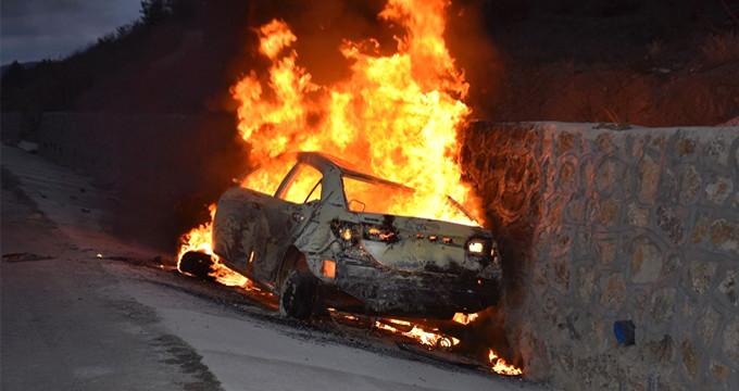 Korkunç kaza! Duvara çarptılar, yanarak can verdiler