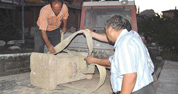 Kanalizasyon kazısında bulunmuştu! 1700 yıllık sunak çalındı